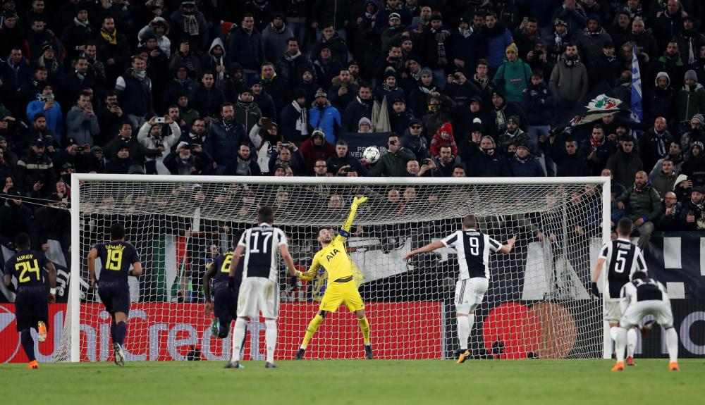 Higuain blasts his penalty against the cross-bar.