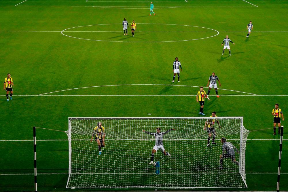West Bromwich Albion's Callum Robinson scores their third goal. .
