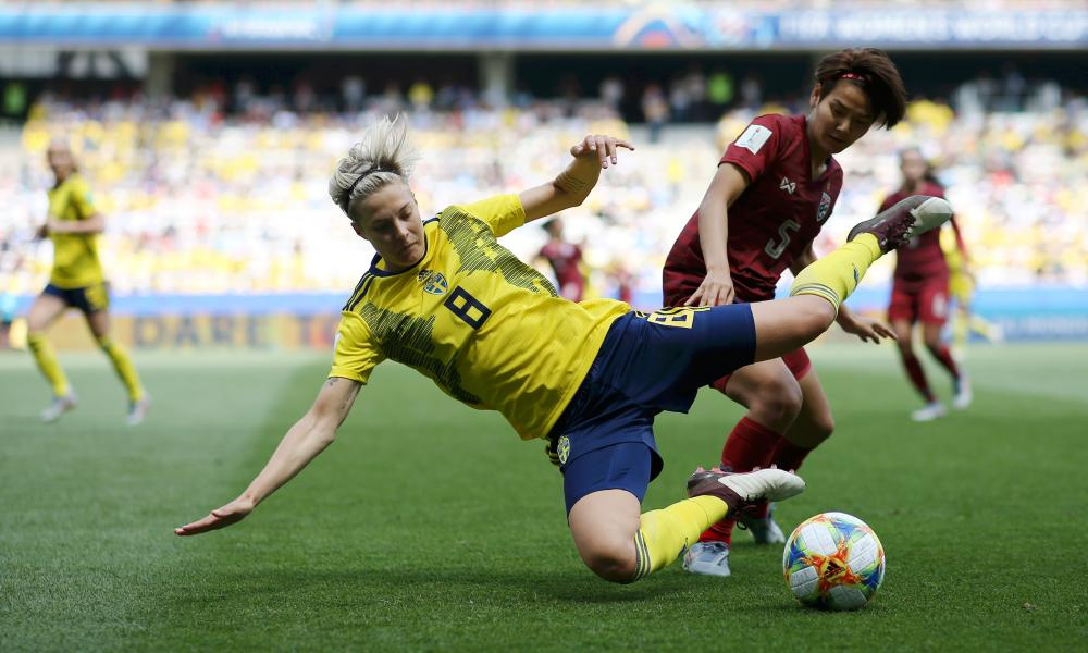 Lina Hurtig of Sweden is challenged by Ainon Phancha of Thailand.
