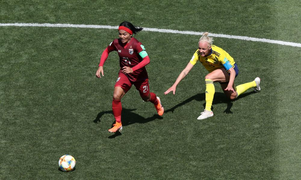 Kanjana Sung-Ngoen takes off after stealing the ball from Swedish veteran Caroline Seger.