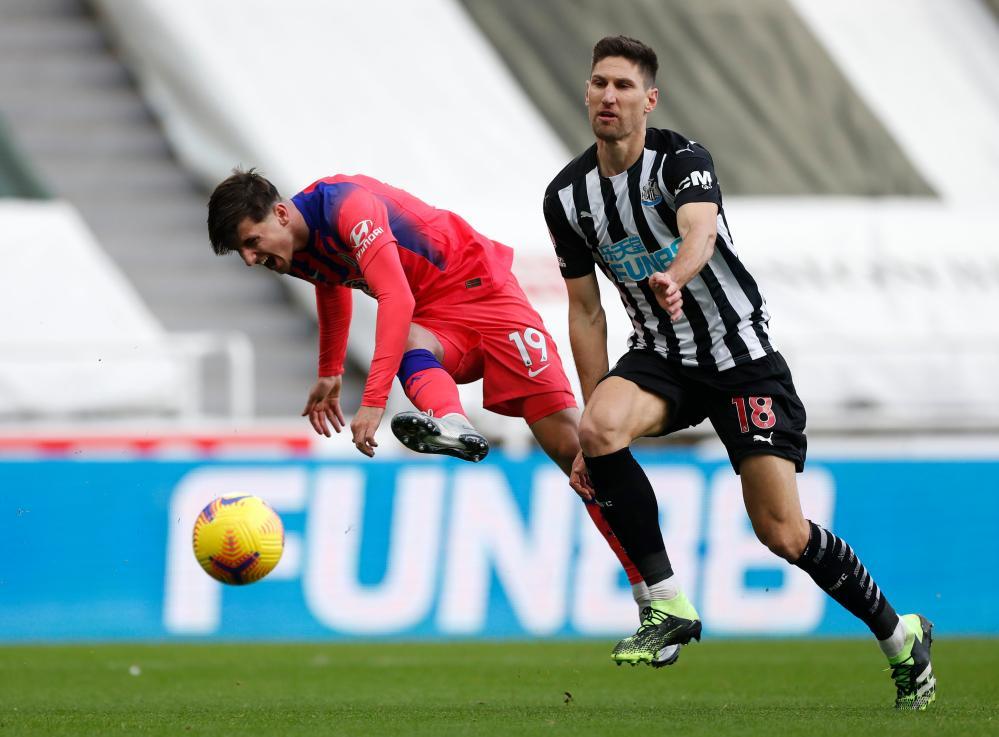 Chelsea's Mason Mount (left) attempts a shot on goal.