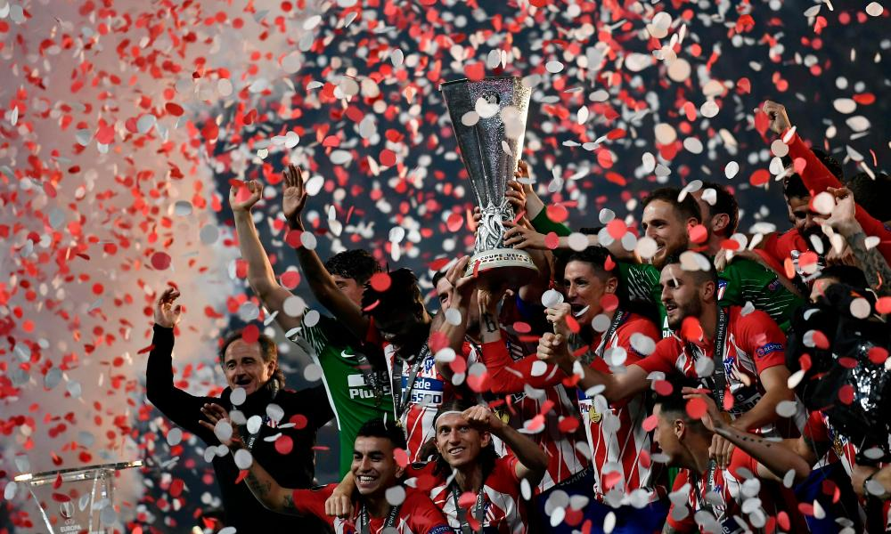 Atletico's players celebrate with the trophy.
