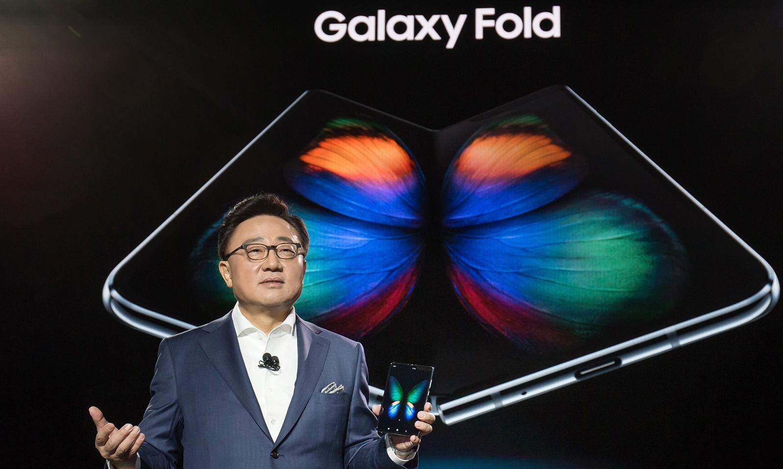 Samsung's $2,000 Galaxy Fold changes the smartphone game
