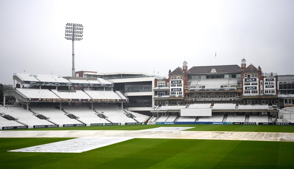 Checking in at the Oval.