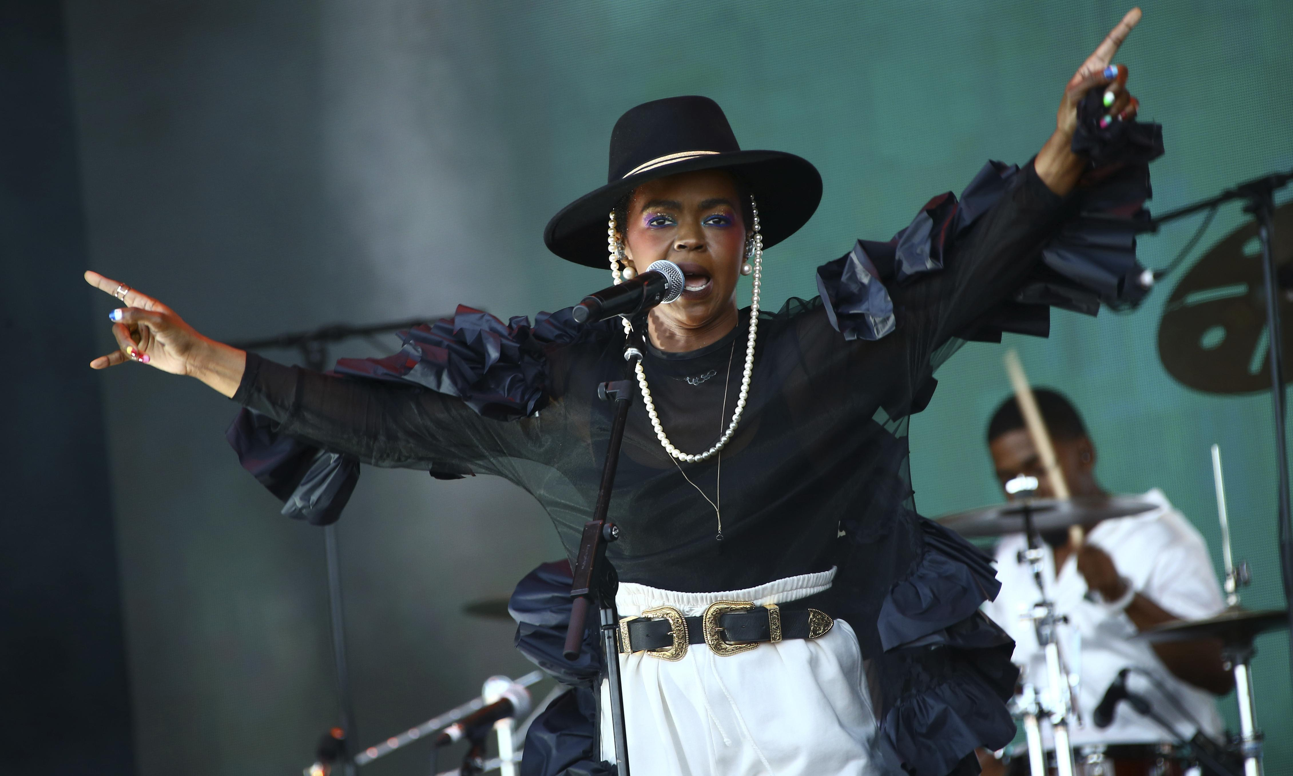 Lauryn Hill at Glastonbury 2019 review – late and breathless but ultimately uplifting