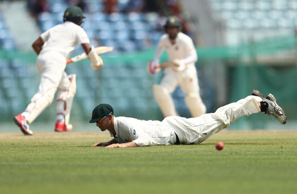 Bangladesh's middle order continues the rebuilding job nearing Tea on day one of the second Test in Chittagong.