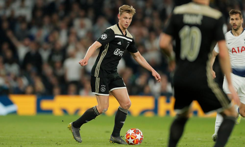 Frenkie De Jong put in a complete performance at the base of Ajax's midfield, with and without the ball.