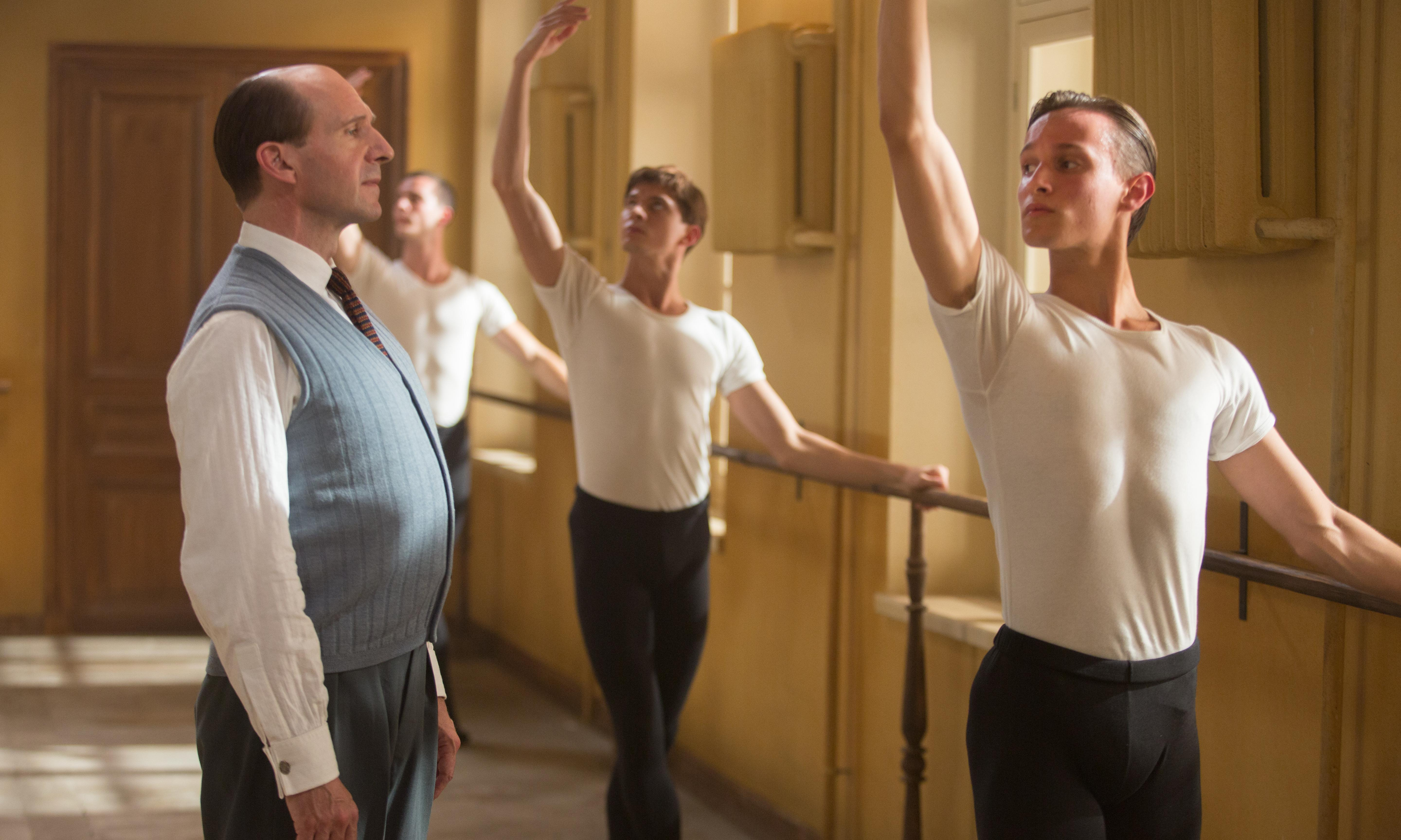 The White Crow review – Ralph Fiennes brings poise to ballet biopic