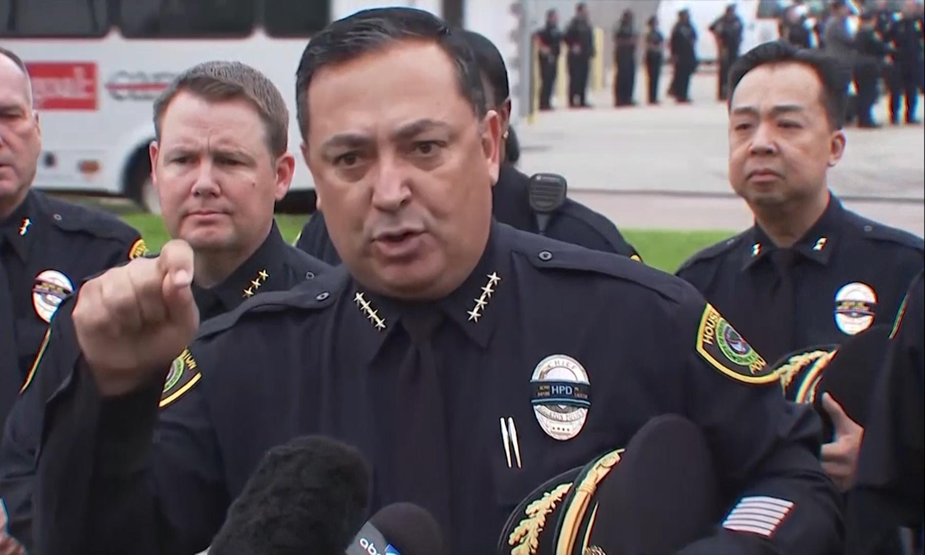 Houston police chief rips 'smug' Cruz and McConnell, who 'don't want to piss off the NRA'