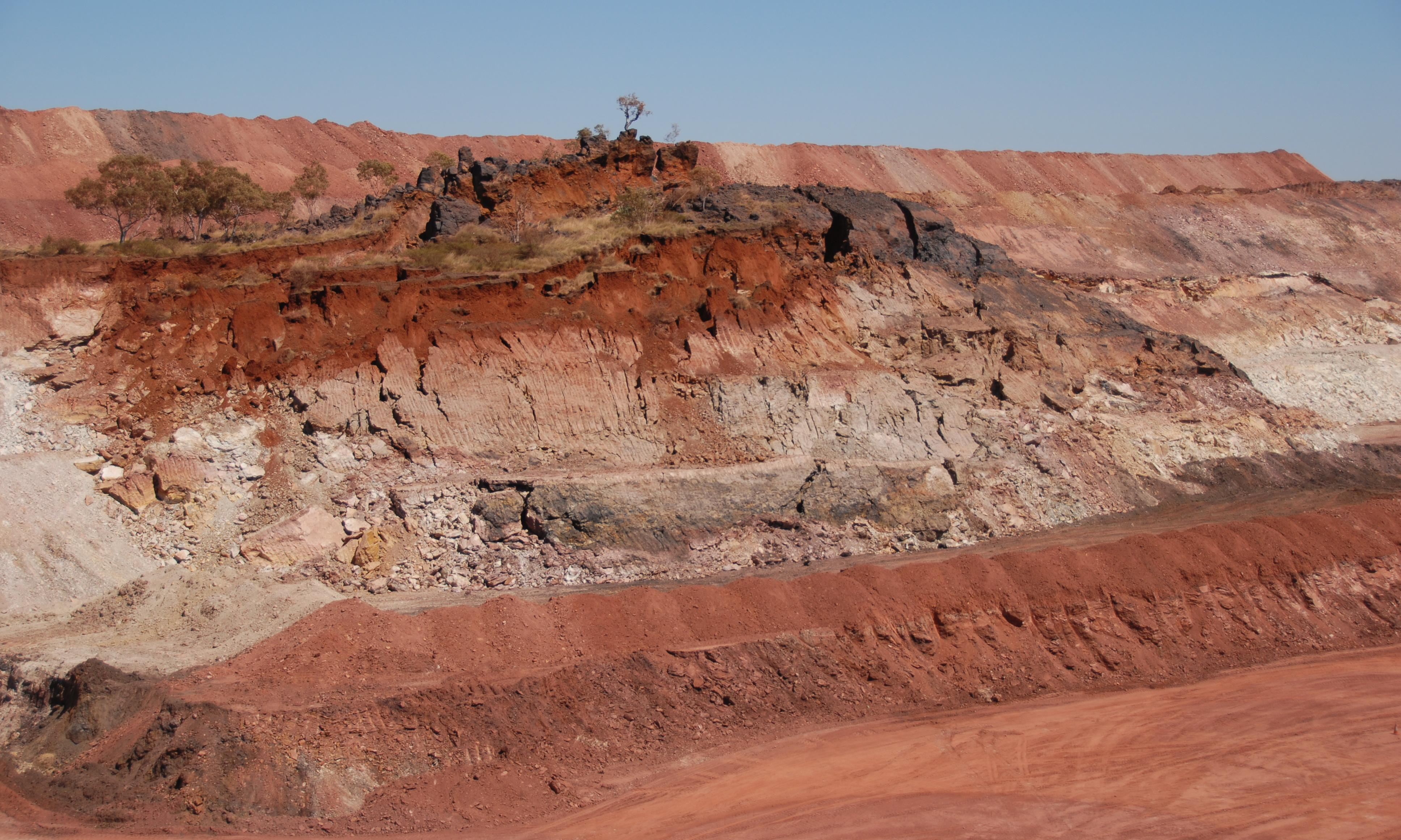 Northern Territory mine worker buried under collapsing wall