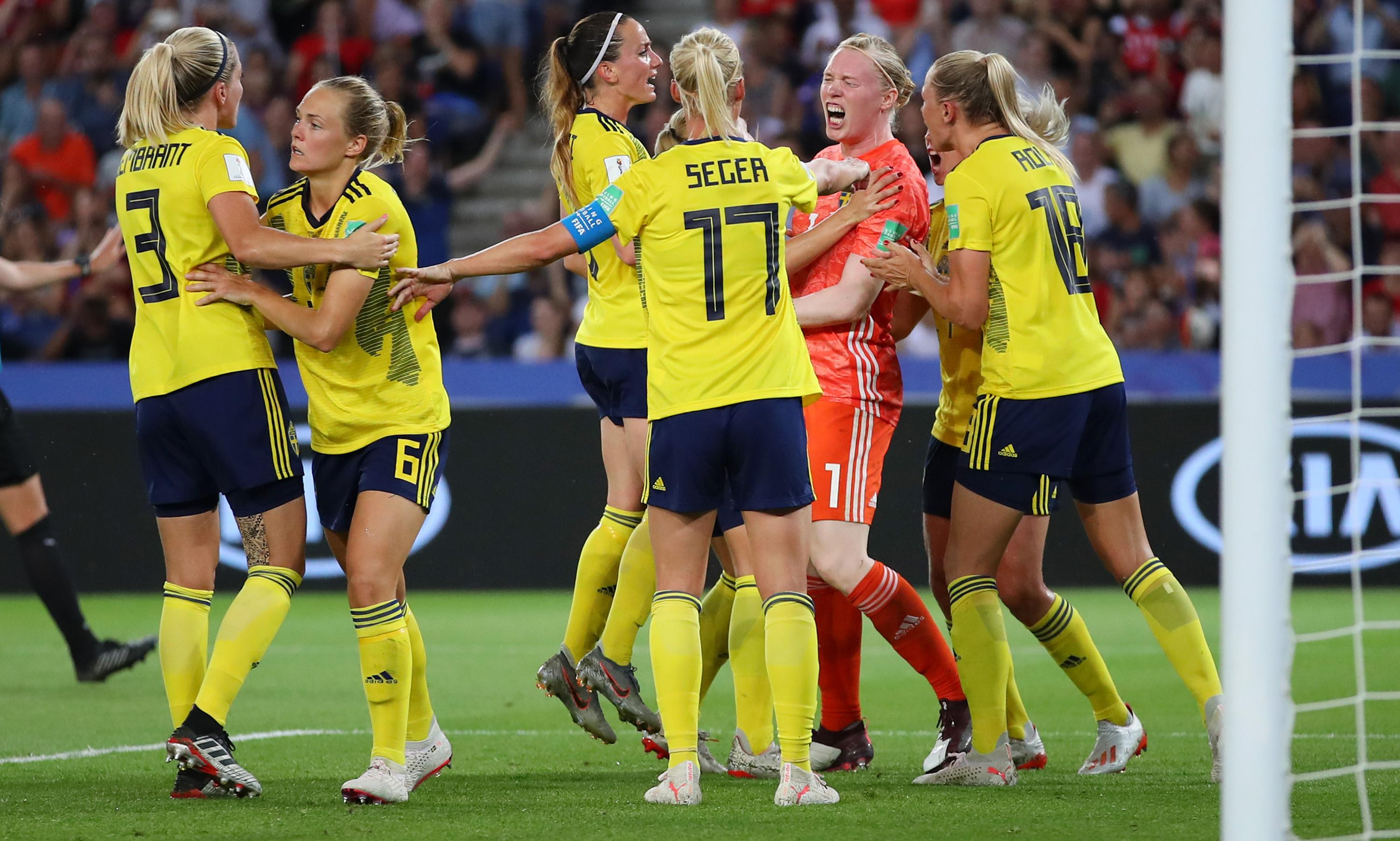 Hedvig Lindahl's sweet save sends Canada home and Sweden into quarters