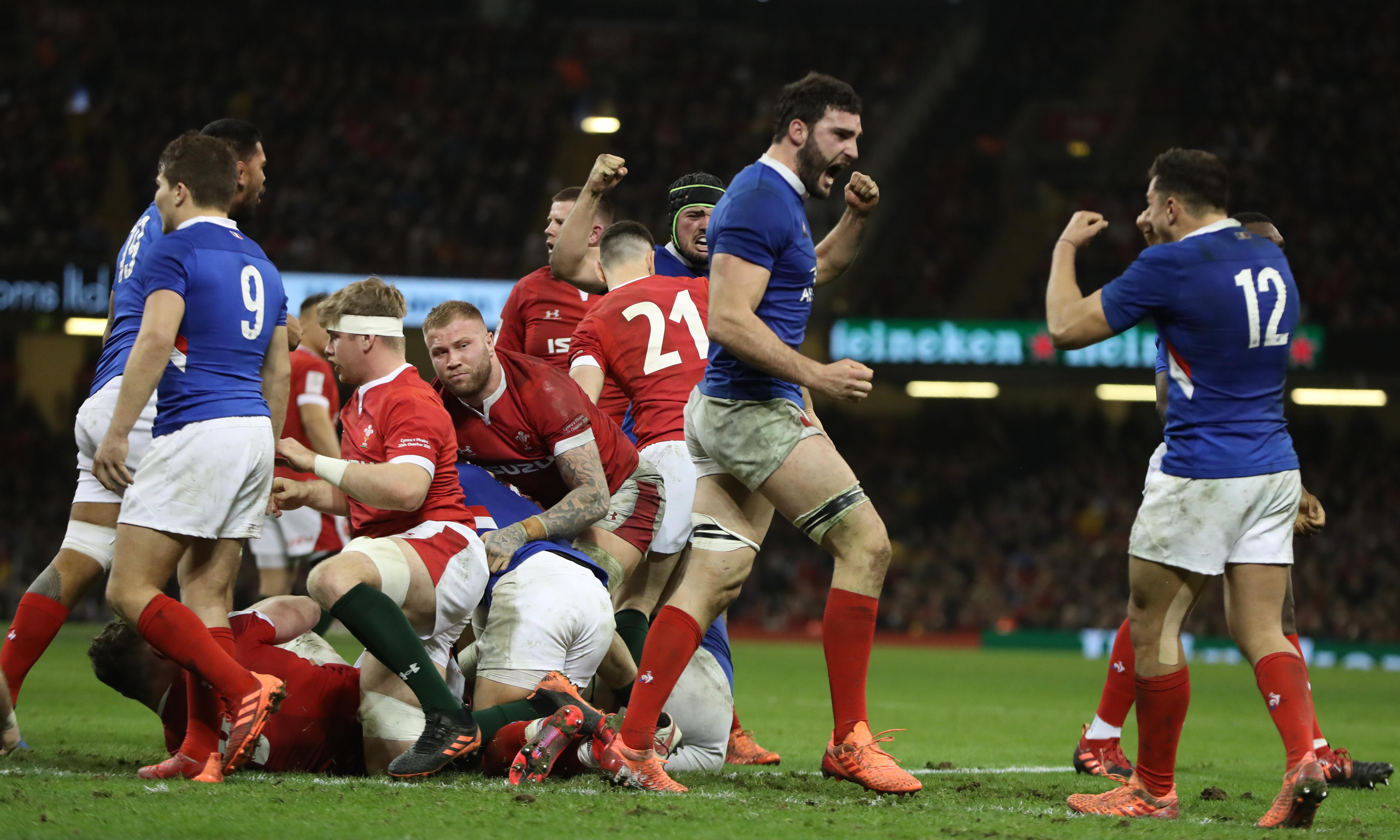 'You've got to scrum straight': Pivac livid over late France penalty