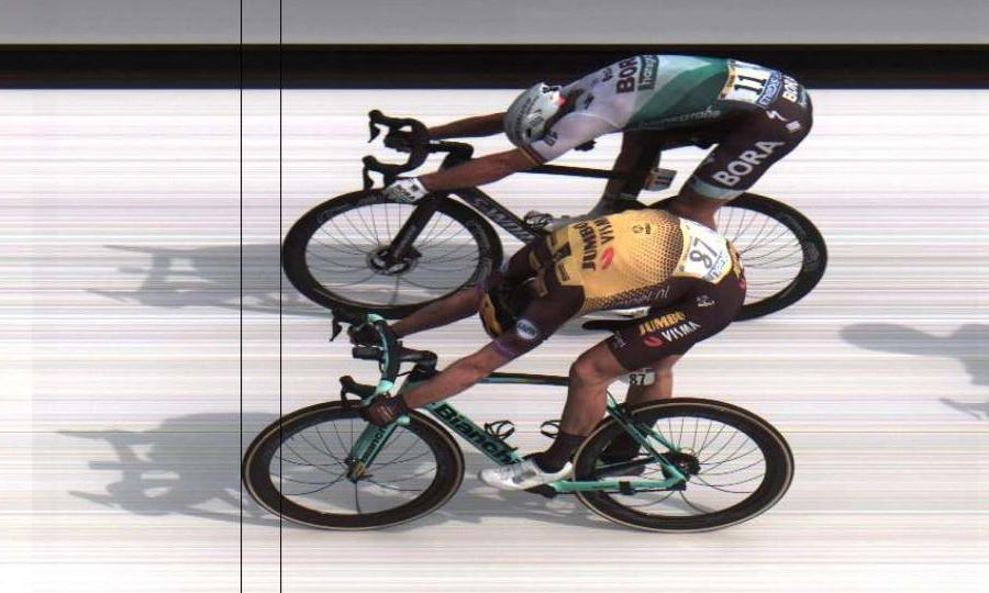 Mike Teunissen pips Peter Sagan in Tour de France stage one photo finish