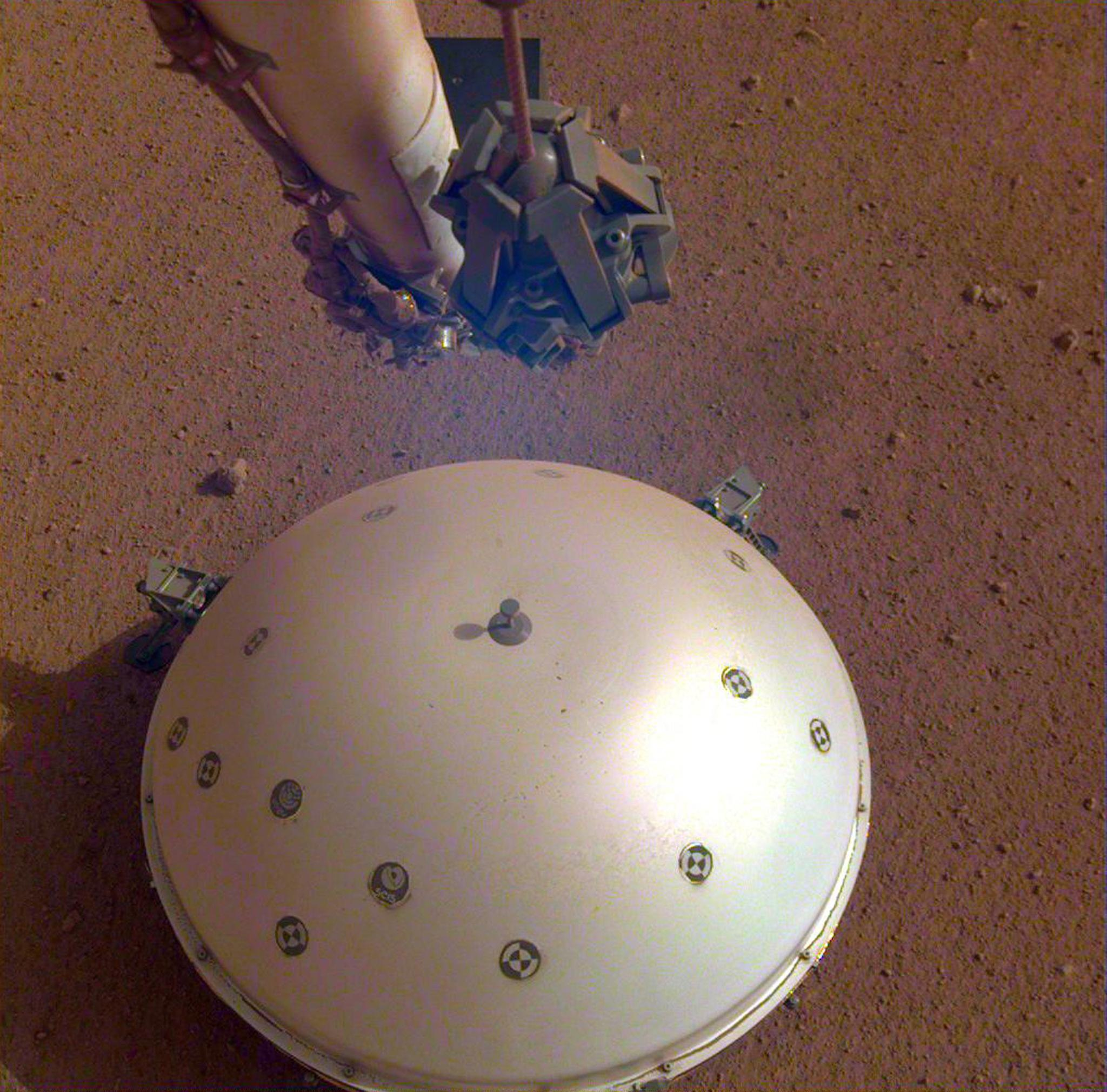 Spacewatch: Nasa lander detects first signals of possible marsquakes