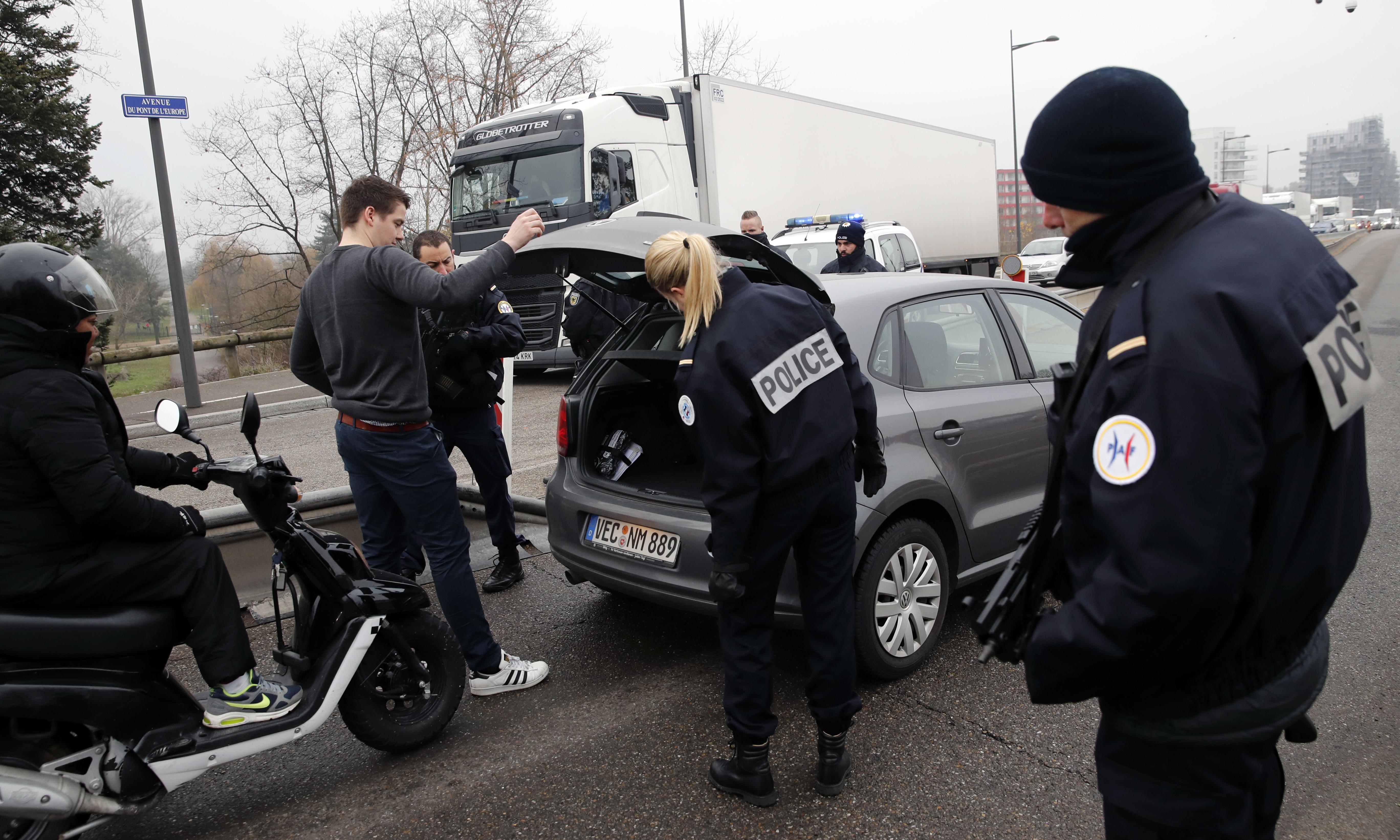 Manhunt for Strasbourg gunman continues across German border