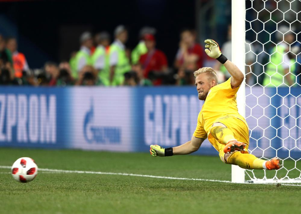 Schmeichel saves from Badelj.