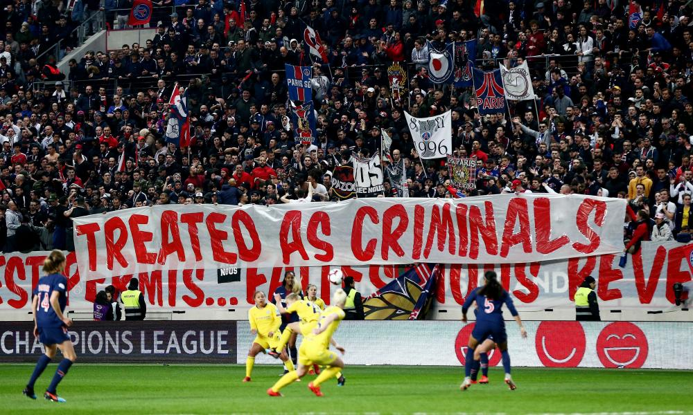 PSG ultras unfurl a banner in response to having been turned away by police before the reverse fixture.