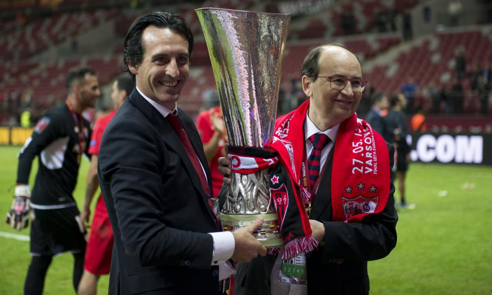Unai Emery (left) won the Europa League three times in a row with Sevilla.
