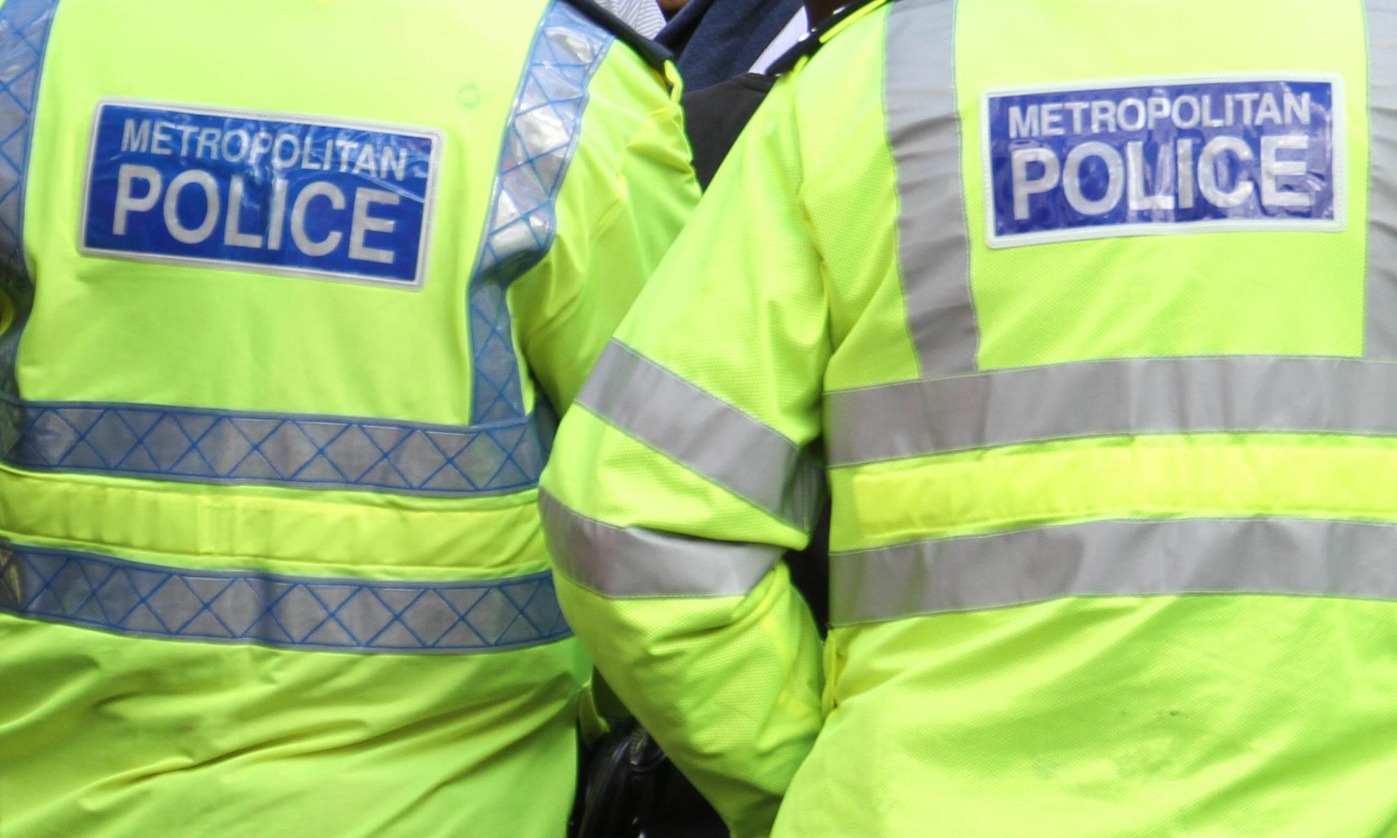 Man arrested after 'threatening to blow up flats'