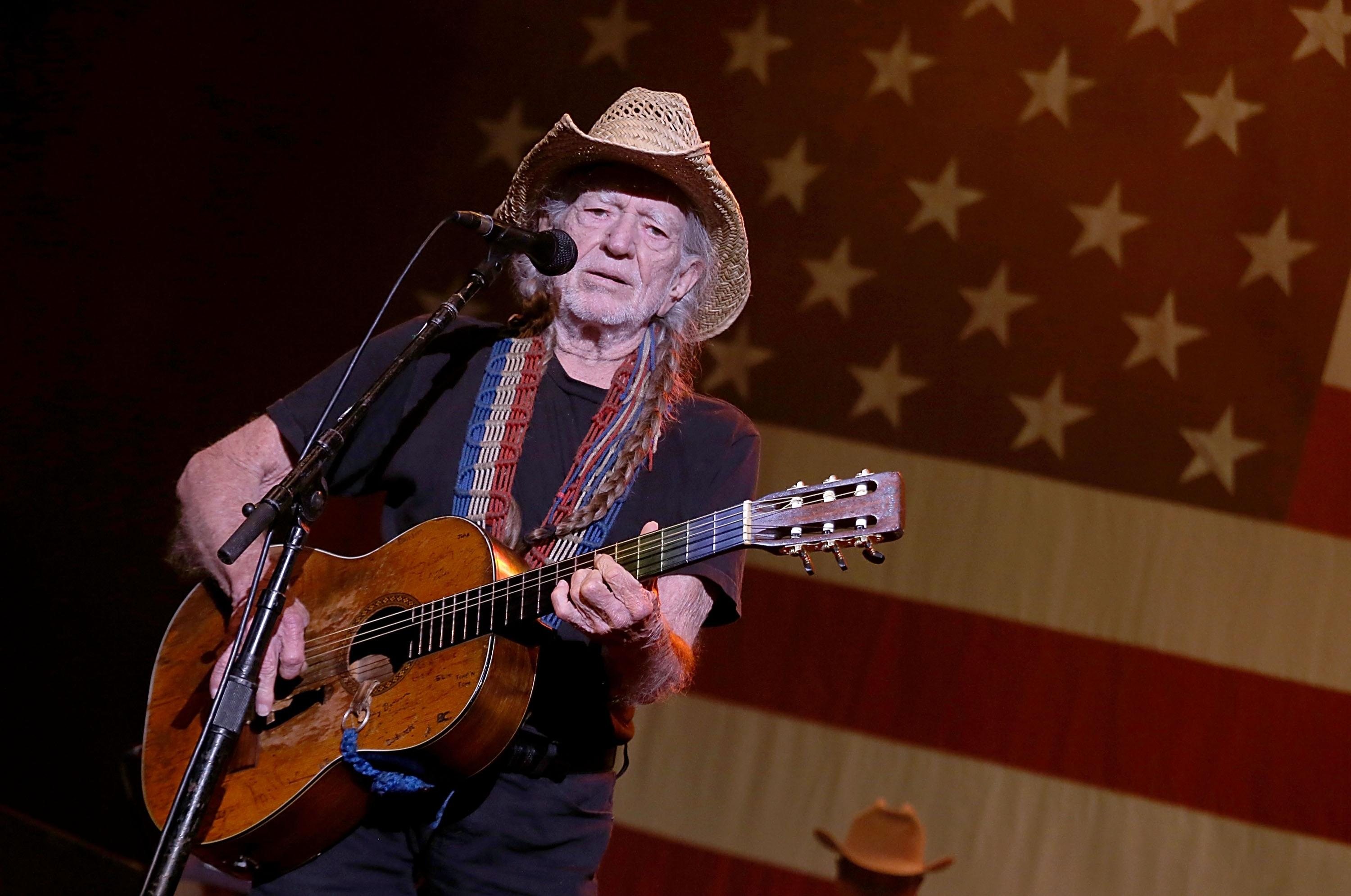 Willie Nelson upsets fans with plans to perform at Beto O'Rourke rally