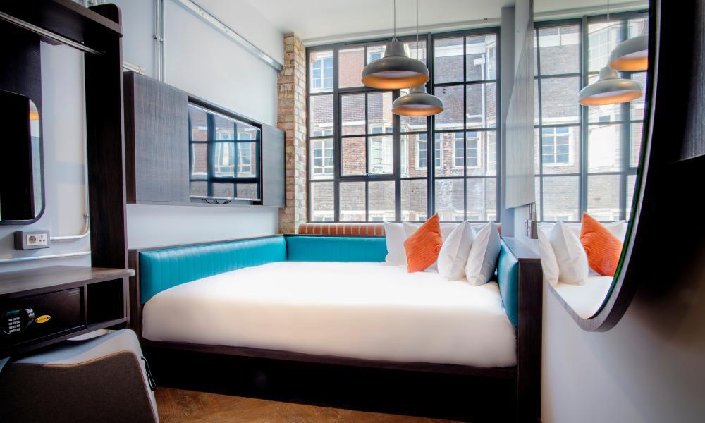 New Road Hotel, Whitechapel, London, bedroom
