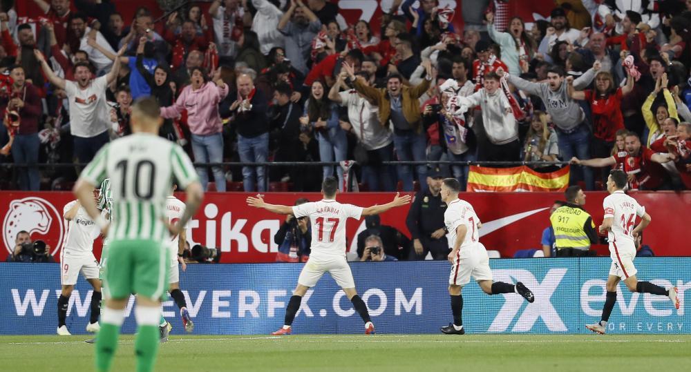Pablo Sarabia scores for Sevilla.