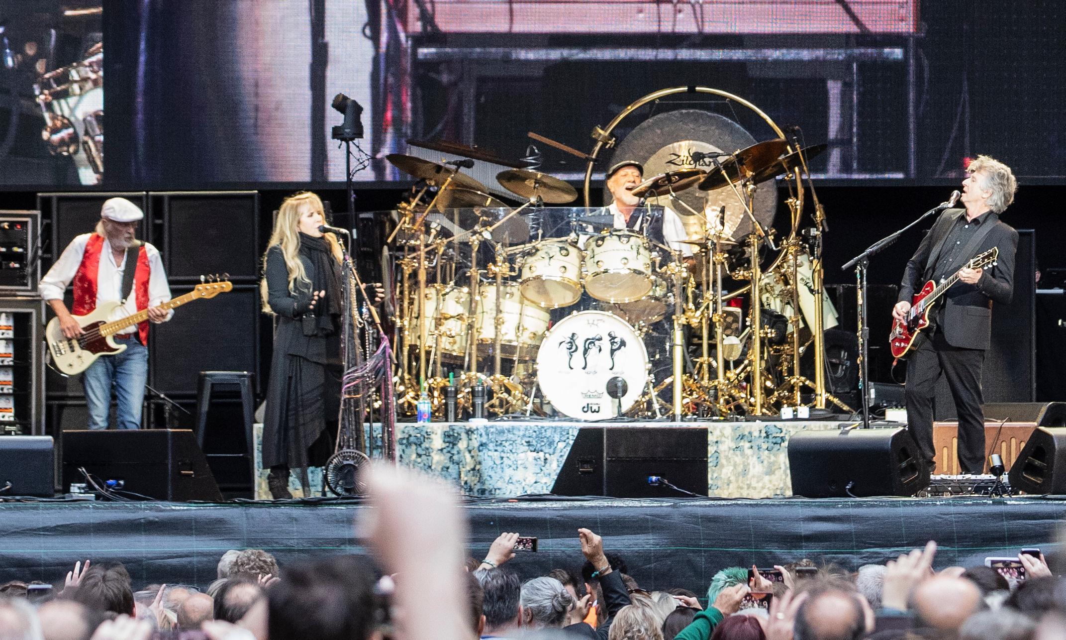 Fleetwood Mac review – latest lineup makes loving them fun