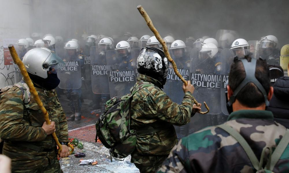 Greek farmers clash with riot police