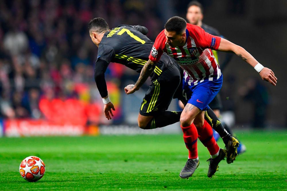FBL-EUR-C1-ATLETICO-JUVENTUSJuventus' Cristiano Ronaldo is barged to the ground by Atletico Madrid's Jose Gimenez.