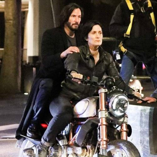 Keanu Reeves and Carrie Anne Moss filming Matrix 4.