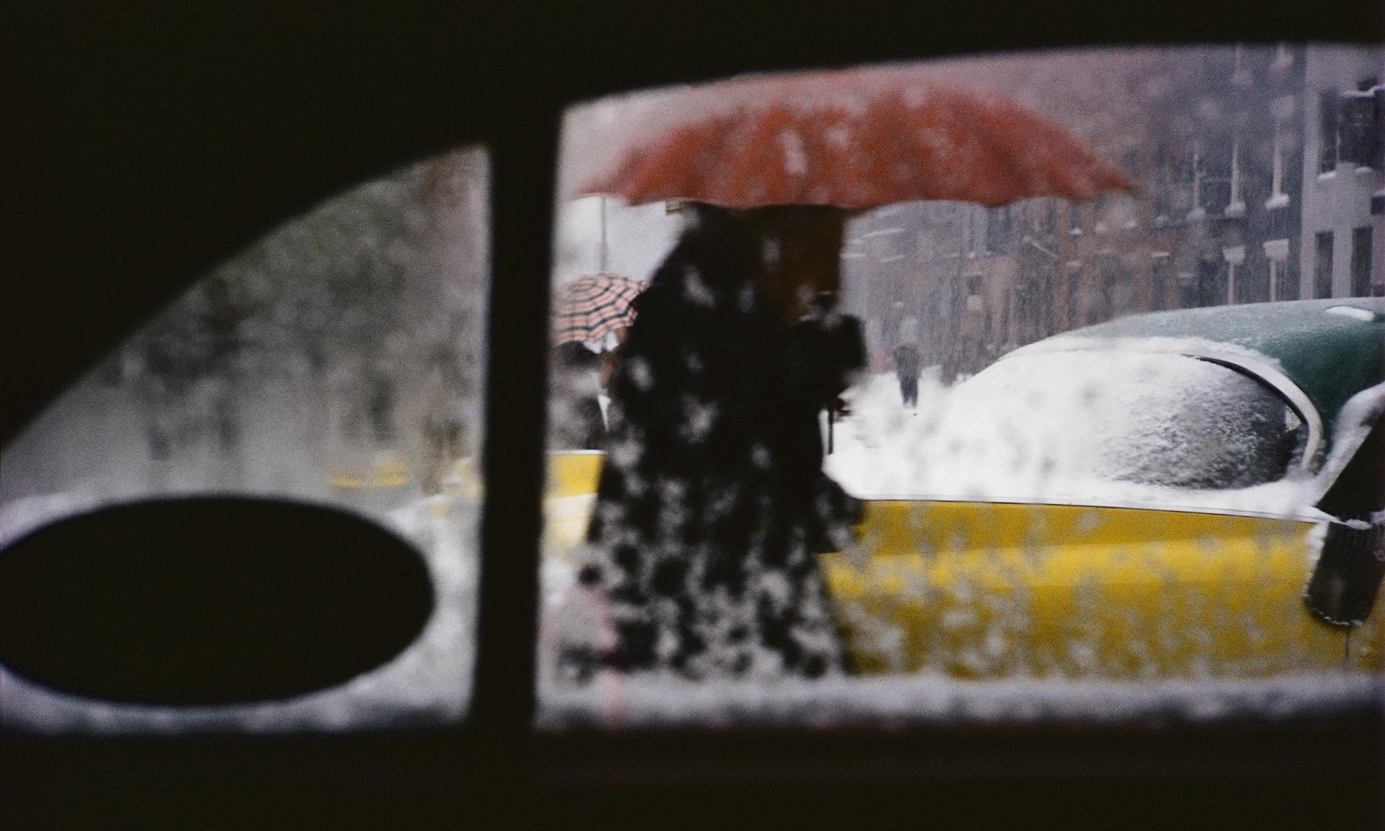 Saul Leiter review – the quiet genius who made the mundane beautiful
