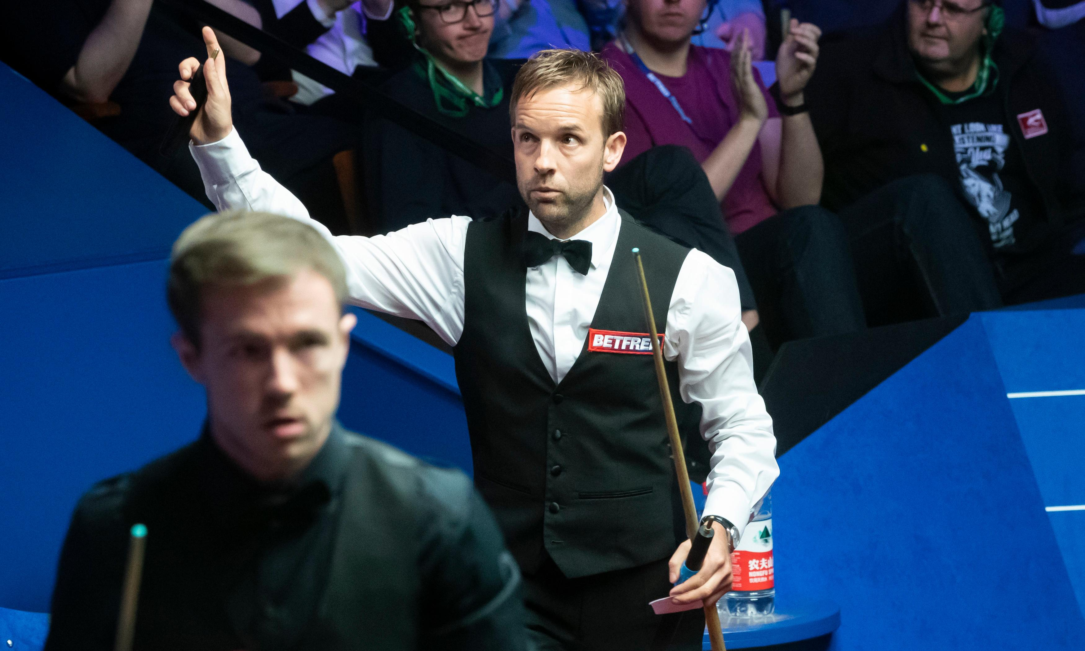 Ali Carter preys on Jack Lisowski's errors to keep Crucible dream alive