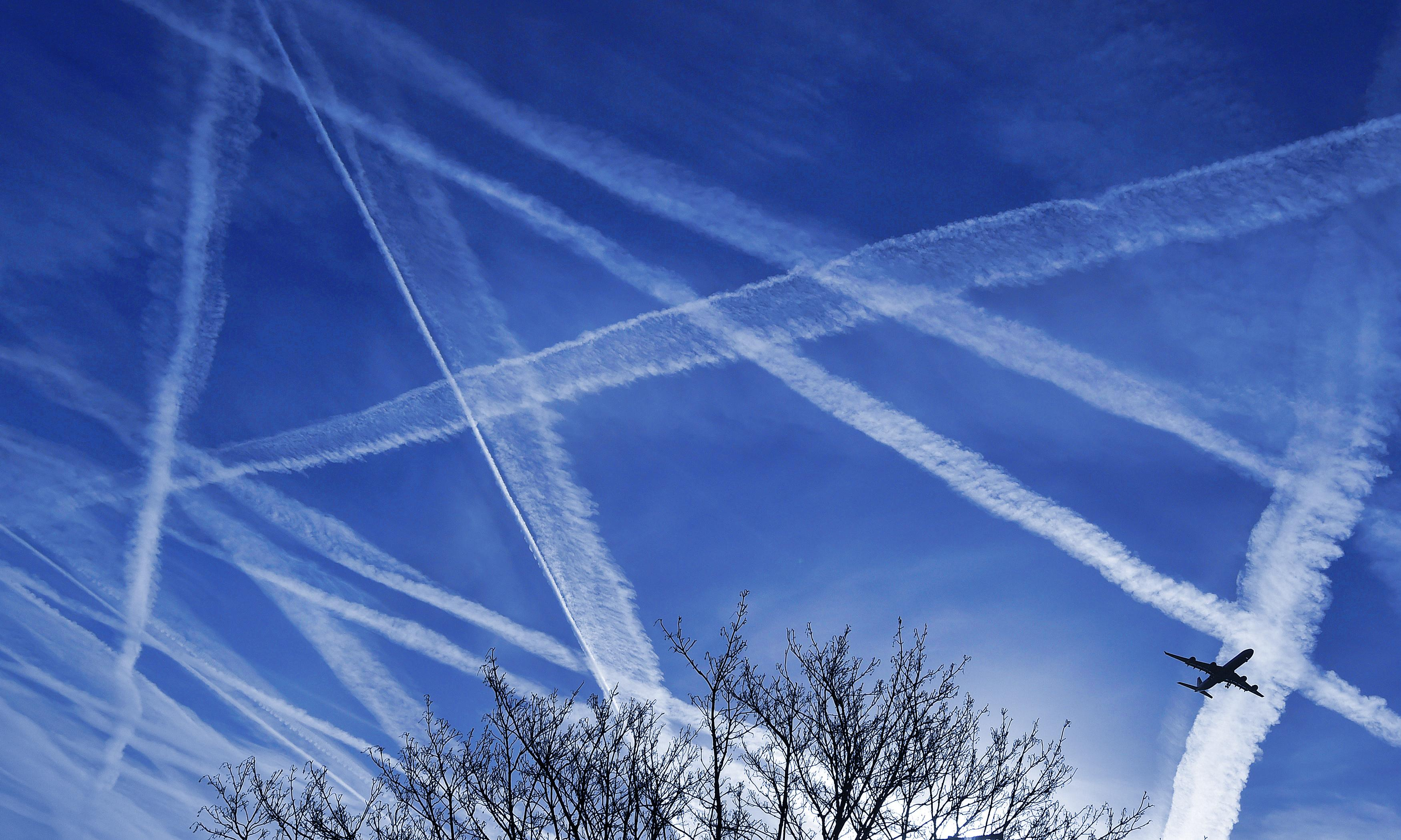 Weatherwatch: The downs and ups of plane contrails