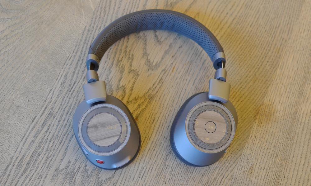 Plantronics Backbeat Pro 2 sharh - stol usti