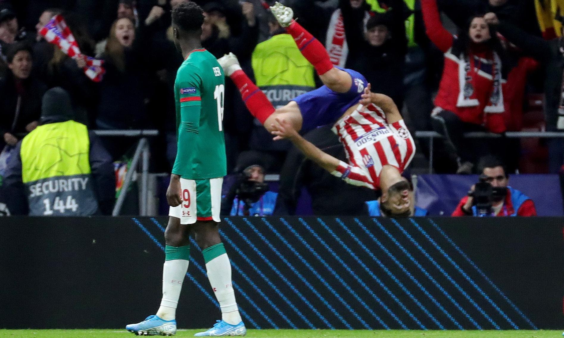 Atlético Madrid ease past Lokomotiv Moscow despite Trippier penalty miss