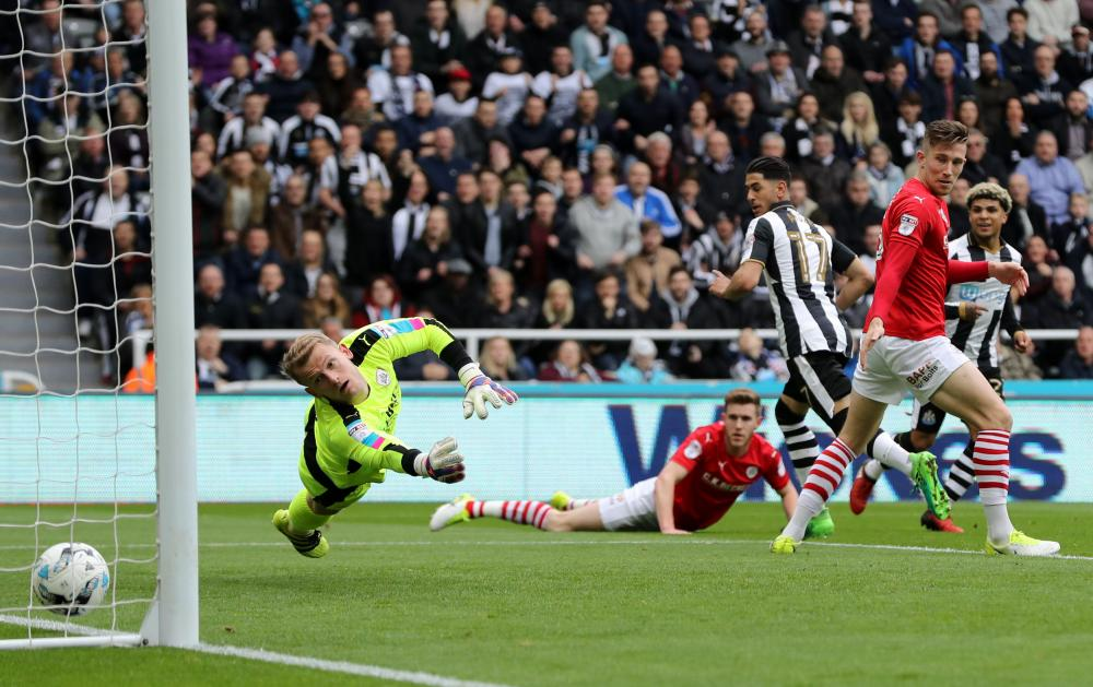 Ayoze Perez scores the opener for Newcastle.
