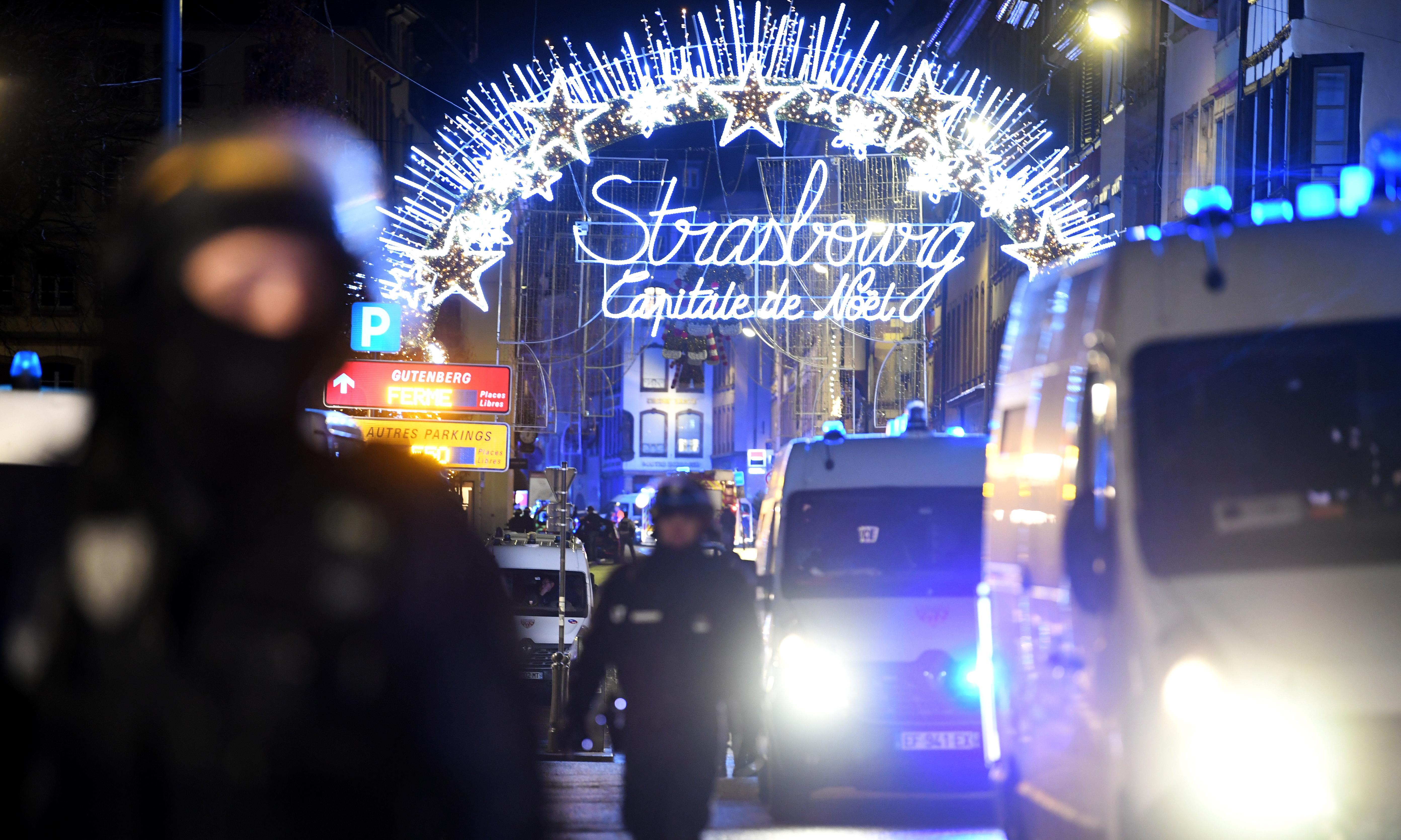 Strasbourg shooting: French and German police hunt gunman