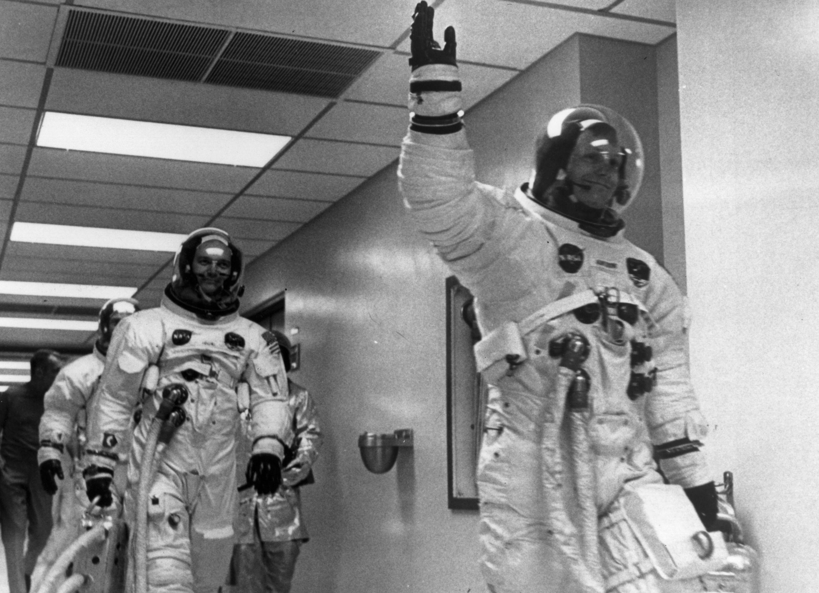 Apollo 11: the fight for the first footprint on the moon