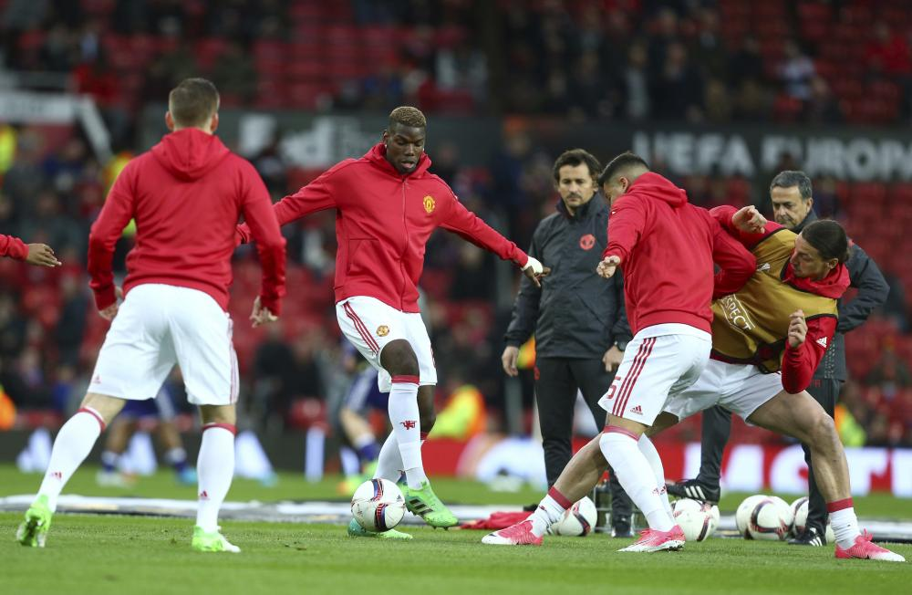 Paul Pogba and Zlatan Ibrahimovic warm up.
