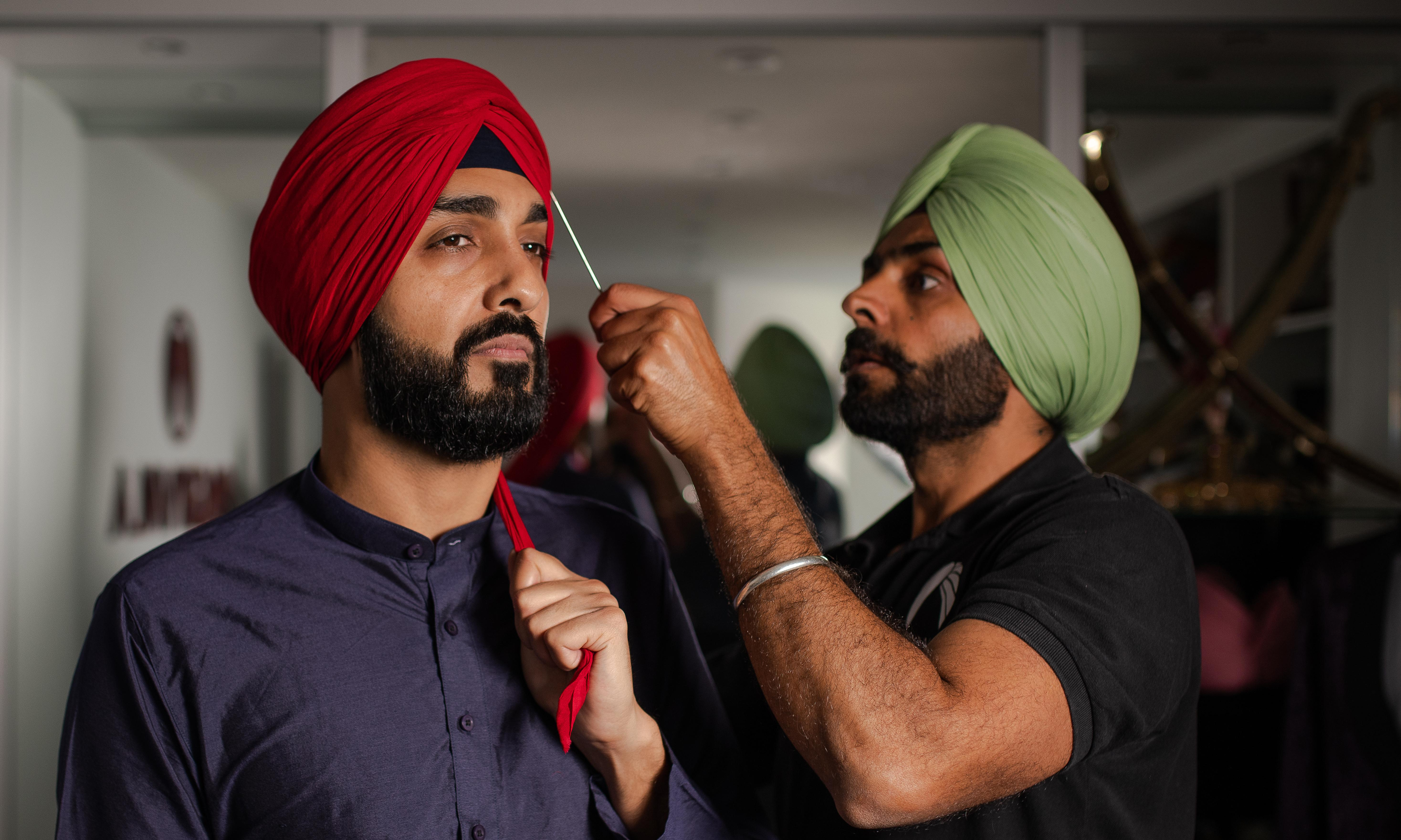 Turban-tying services boom as young Sikhs embrace heritage