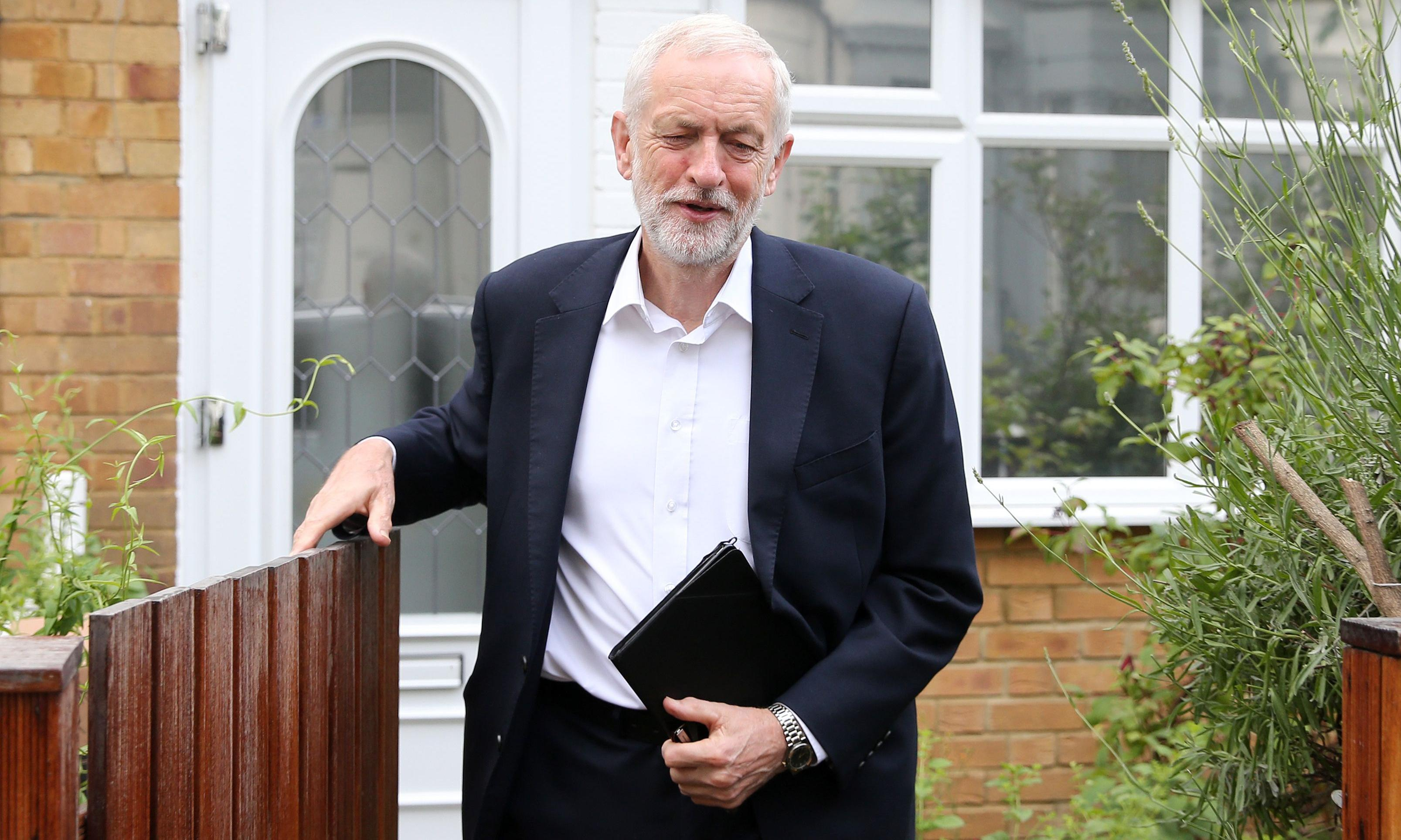 Grassroots and shadow cabinet add to pressure on Corbyn over Brexit