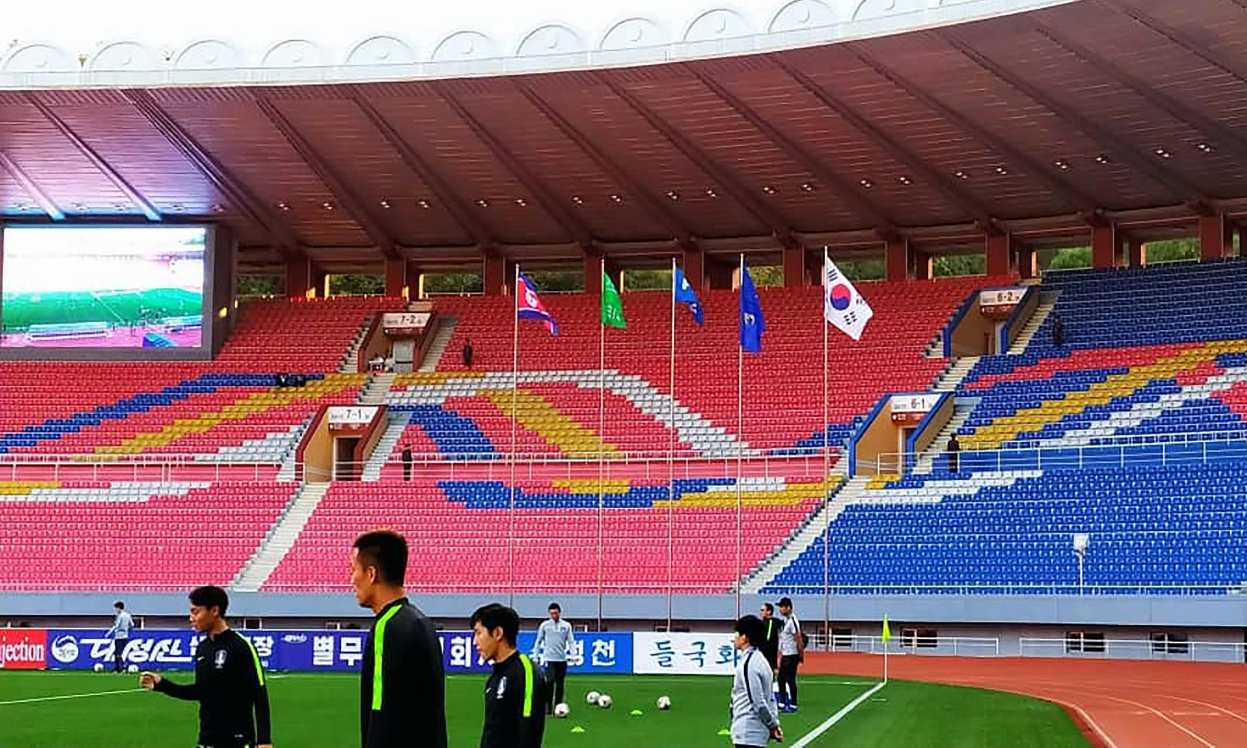 No fans, no media and no goals as Koreas play out World Cup qualifier in empty stadium