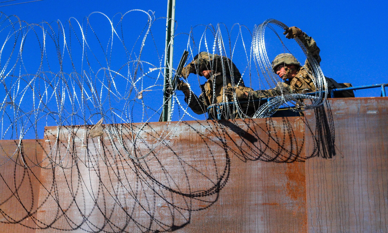 US toughens border as first members of migrant caravan reach Tijuana