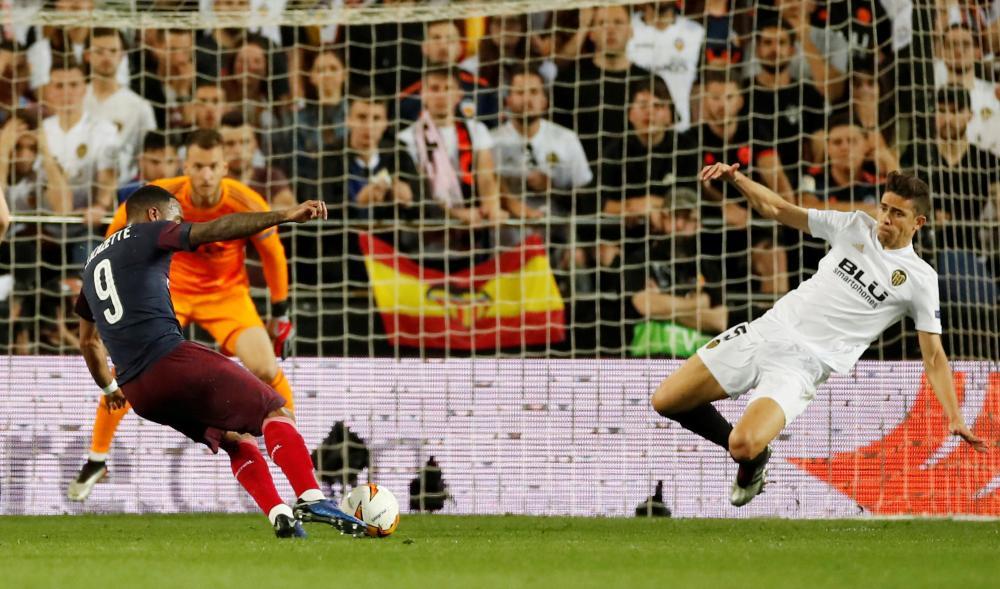 Lacazette scores Arsenal's second.
