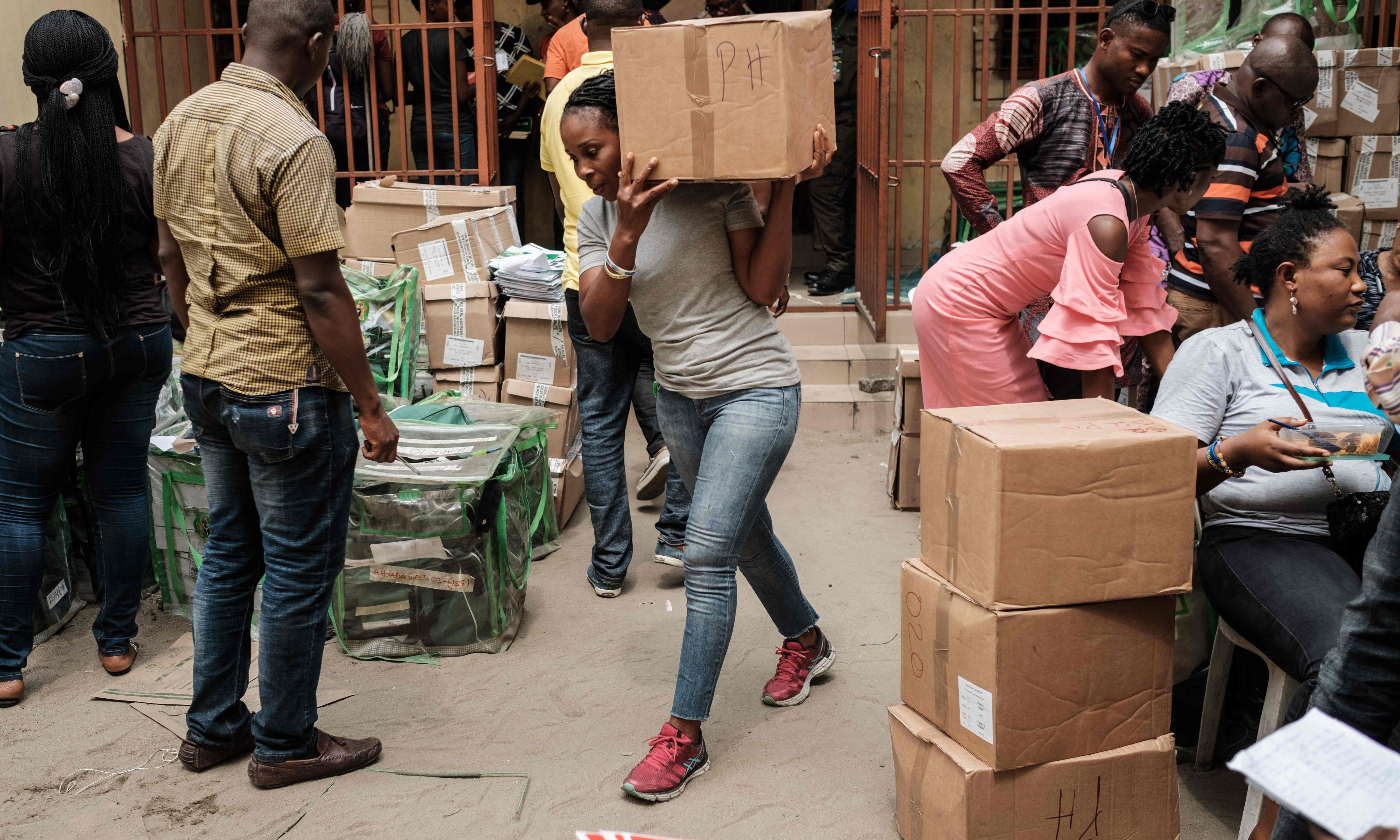 Nigeria election: blasts heard hours before presidential polls open