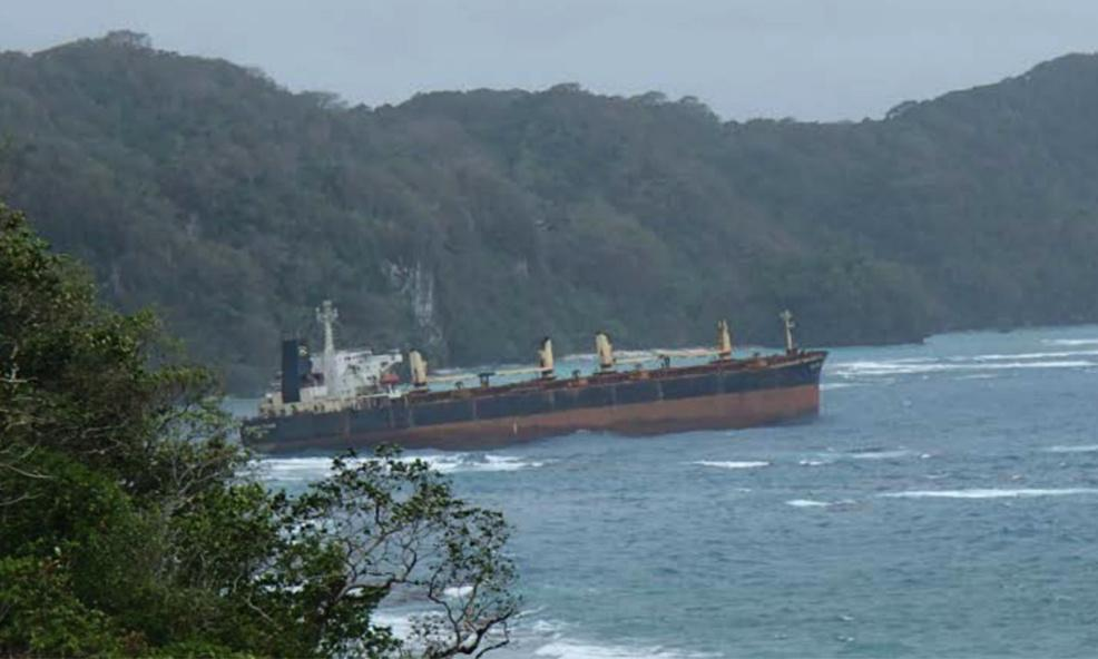 Bulk carrier leaking oil on Solomons Islands reef after running aground