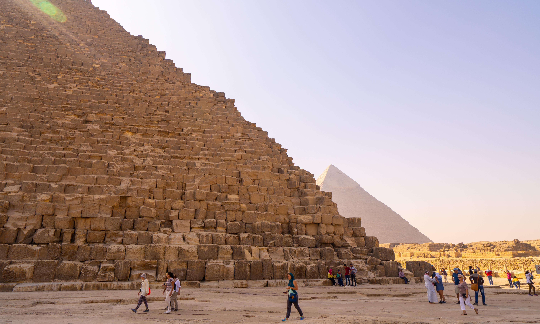 Roadside bomb injures tourists near Giza pyramids, officials say