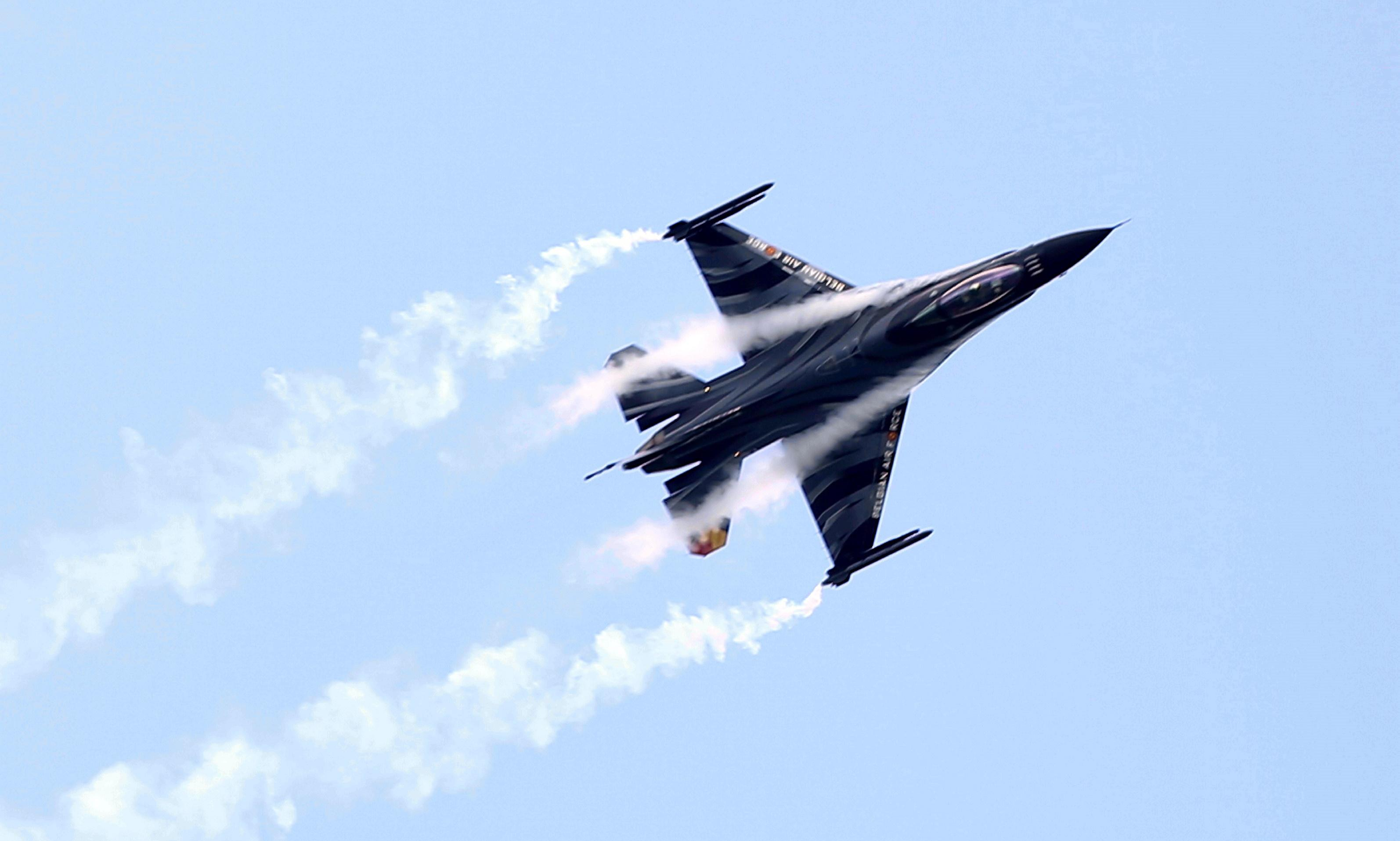 Pilot caught on electricity line as F-16 jet crashes in France