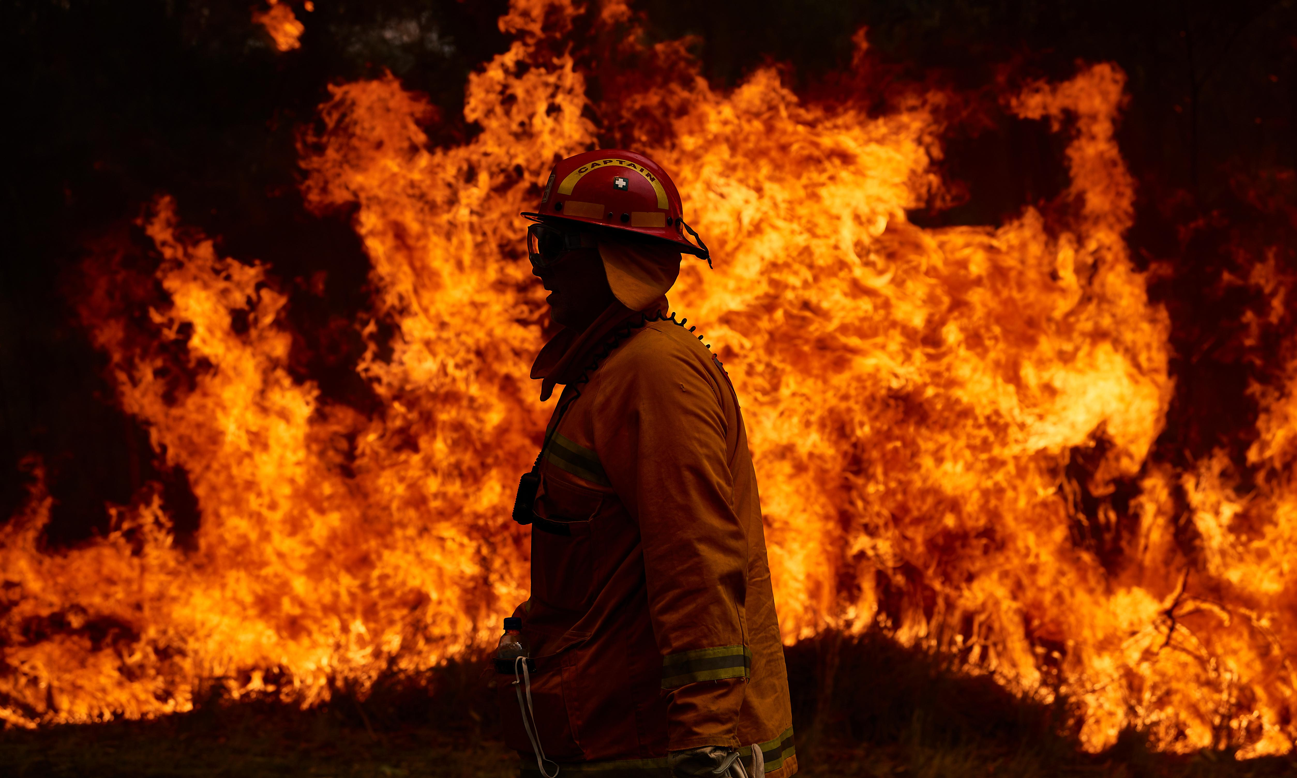 Australian bushfires: firefighters struggle to contain Hawkesbury blaze as catastrophic conditions forecast in WA