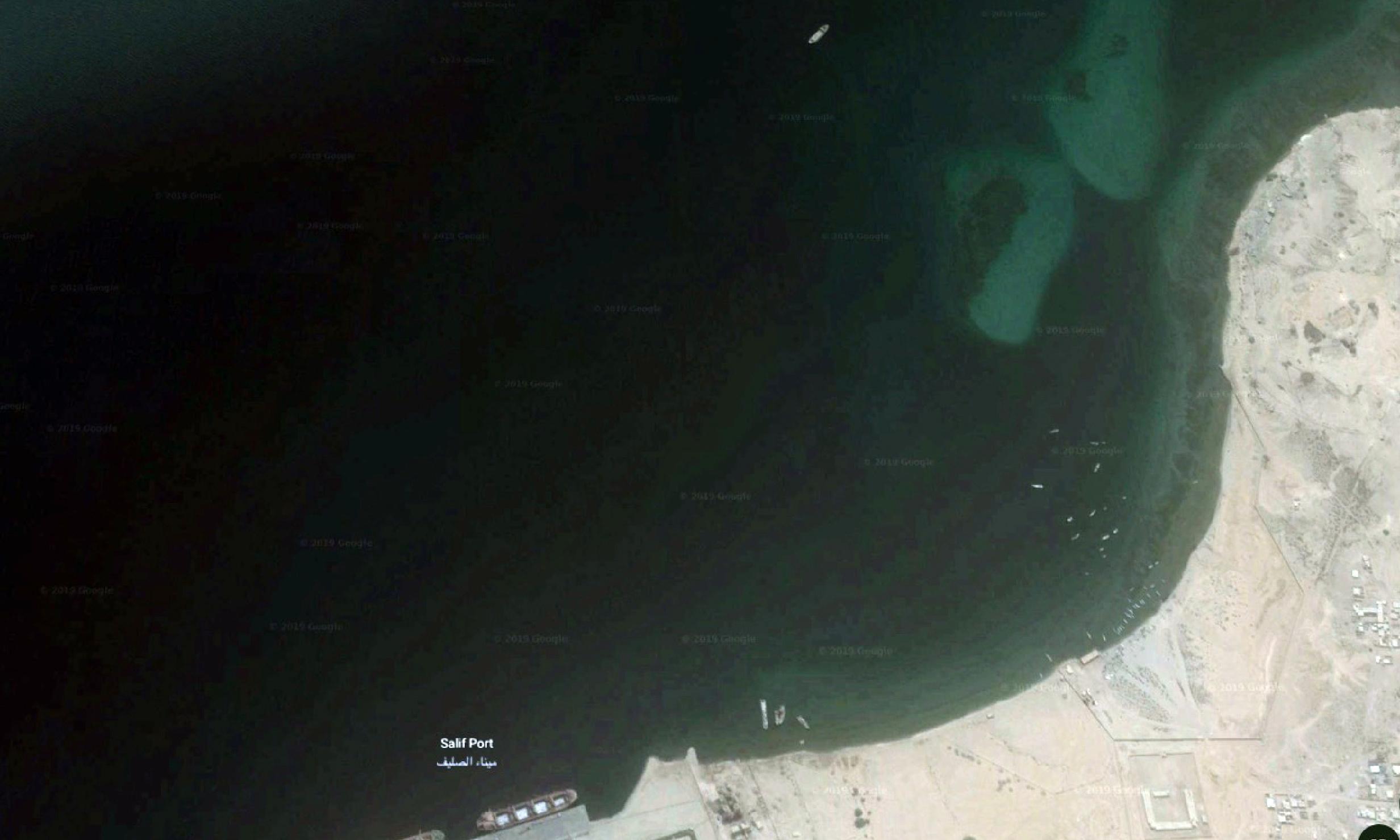 Experts fear deserted oil tanker off Yemen could explode